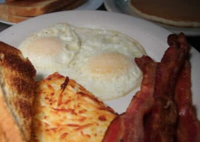Pour Sports offers breakfast in east county